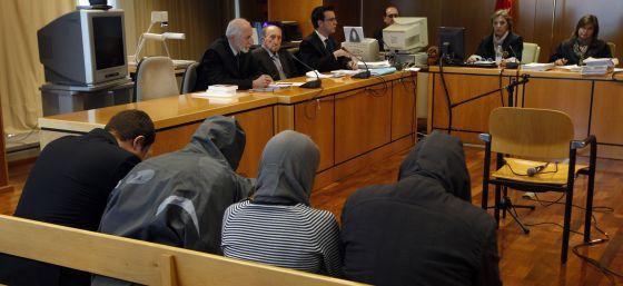 Etat Espagnol : 10 ans de prison pour un néonazi, pas de poursuite contre l'avocat fasciste