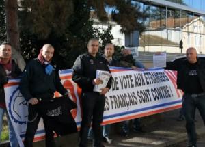 Rassemble contre le droit de vote des étrangers d'une partie de la section Troisième Voie d'Agen le 27 octobre 2012 à Marmande (47). (capture vidéo)