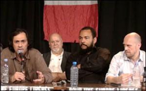 De gauche à droite : Ahmed Moualek, Yahia Gouasmi (du parti antisioniste), Dieudonné, Alain Soral.