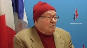 Bonnet rouge et chemise brune : habillé pour l'hiver