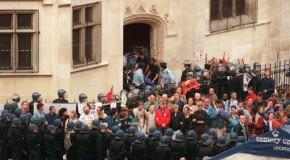 Il y a 18 ans, la police expulsait les sans-papiers de l'église Saint-Bernard à Paris