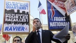"""Reprenant sans vergogne le slogan antifasciste """"Pas de fascistes dans nos quartiers, pas de quartiers pour les fascistes"""", Ravier joue les matamores dans les rues du 7e secteur…"""