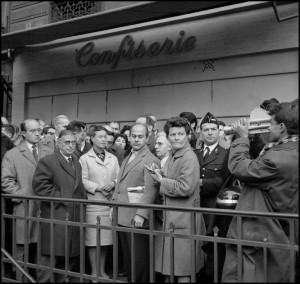 Jean-Paul Sartre et Simone de Beauvoir à la manifestation du premier novembre 1961.