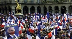 Manifestation du FN, mai 2002.