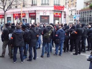 """Quand les flics jouent la provoc' et se déguisent en """"casseurs"""" : c'était le dimanche 29 novembre 2015, lors de la manifestation contre la COP 21…"""