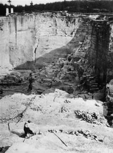 Vue de la carrière de pierres dans le camp de Gross-Rosen, où les prisonniers étaient soumis au travail forcé. Gross-Rosen, Allemagne, 1940-1945. (Photo : USHMM)