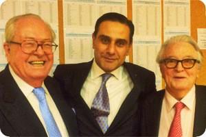 Élie Hatem avec Jean-Marie Le Pen et Roland Dumas (Photo : Street Press)