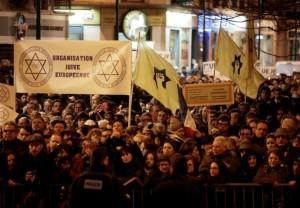 Rassemblement-devant-l-Hyper-Cacher-a-Paris-le-9-janvier-2016-dans-le-cadre-des-commemorations-des-attentats-de-janvier-2015_afp-article
