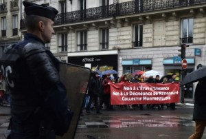 847561-un-policier-surveille-la-manifestation-contre-l-etat-d-urgence-place-de-republique-a-paris-le-30-jan.jpg?modified_at=1454177709&width=960