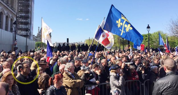 Un FN très trahi (entouré en jaune au premier plan, Elie Hatem de l'Action française). Photo : Comité Jeanne