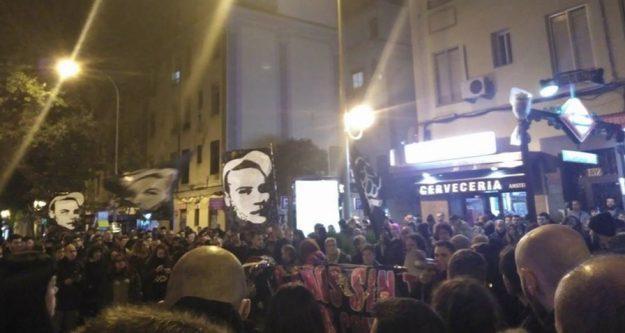 Hommage rendu à Carlos à Madrid le 11/11/2016. Photo de la Coordinadora Antifascista de Madrid (https://www.facebook.com/AntifaMadrid/?fref=ts).
