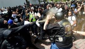 États-Unis : affrontements entre néonazis et antifascistes à Berkeley