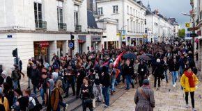 300 personnes dans les rues de Tours pour scander « Ni Macron, ni Le Pen »
