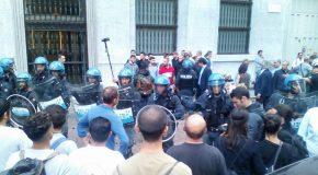 Milan : Casapound attaque Nessuna Persona è illegale (Personne n'est illégal)