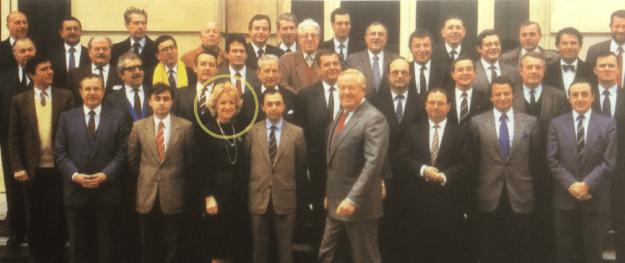 Photo de 1986 de tous les députés FN, nationaux et européens : une seule femme, Martine Lehideux.
