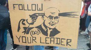 Strasbourg : Les fascistes sous protection policière se prennent en photo devant la cathédrale