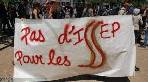 Lyon : manifestation contre l'école de Marion Maréchal-Le Pen