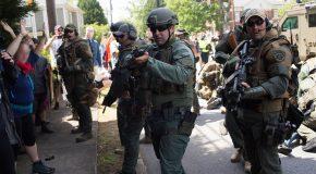 États-Unis : police + groupes fascistes = true love