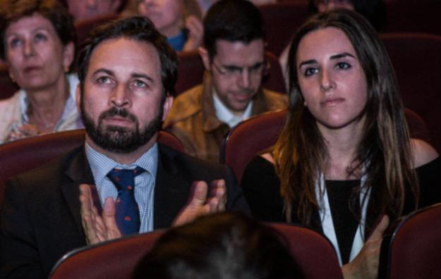 Santiago Abascal et Ariadna Hernández, responsables du groupe Vox lors du lancement de la SCC à Barcelone.