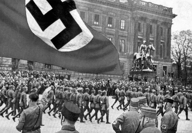 Les 17 et 18 octobre 1931, 100 000 SA défilent dans les rues de Brunswick.