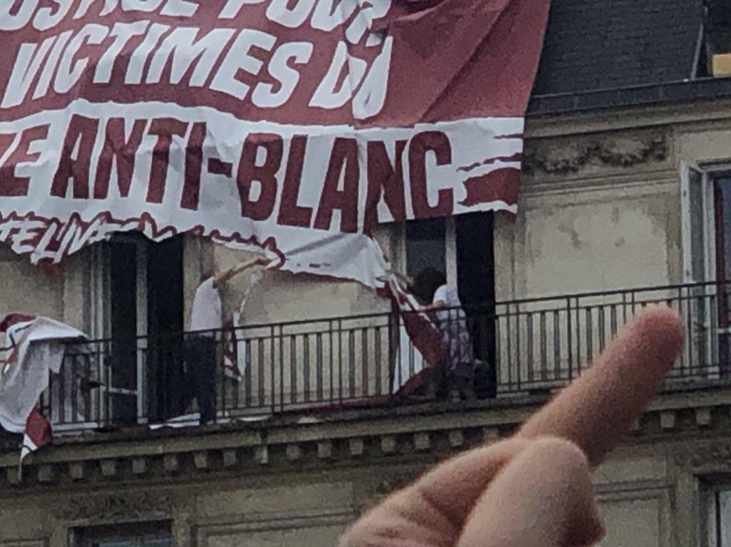 Manif contre les violences policières à Paris : la provoc' des identitaires tourne court